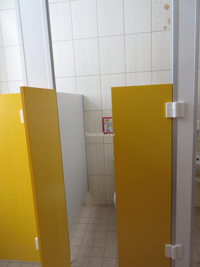 безопасные детские туалетные кабинки в детском саду
