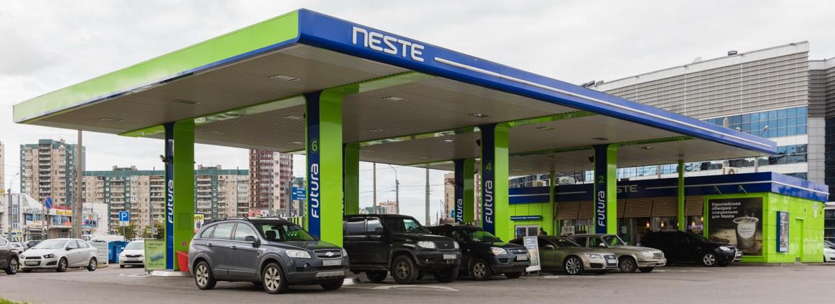 О сети Несте Сеть АЗС Neste появилась в Санкт-Петербурге в 1990 году. На данный момент под этим брендом работает 56 автозаправочных станций в различных районах города и пригорода. Сеть принадлежит российско-финской компании «Петро Сервис» (в настоящее время – ООО «Несте Санкт-Петербург»), которая является дочерней компанией финской Neste Oil Oy