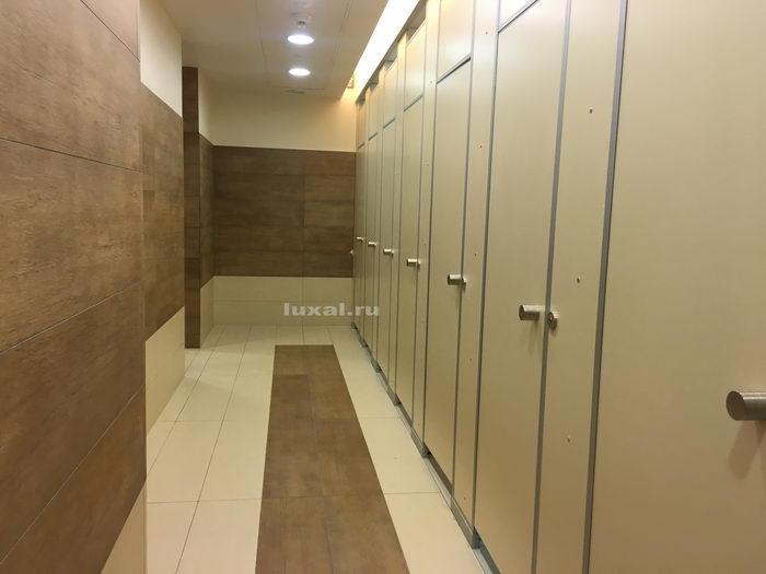 напольные туалетные перегородки и кабинки глянцевые