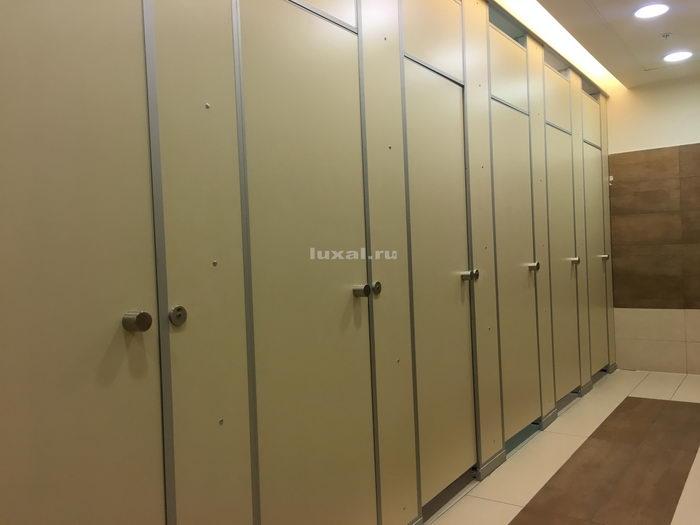 Туалетные кабинки из ДСП и HPL особоустойчивые в ТЦ Галерея СПб